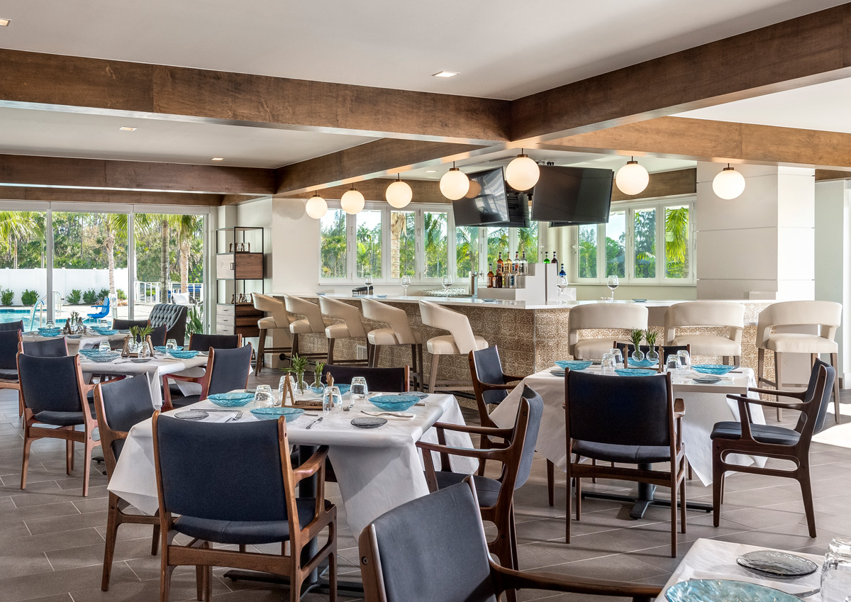 Lakeside Grill and Bar is our poolside casual lunch and dinner restaurant.