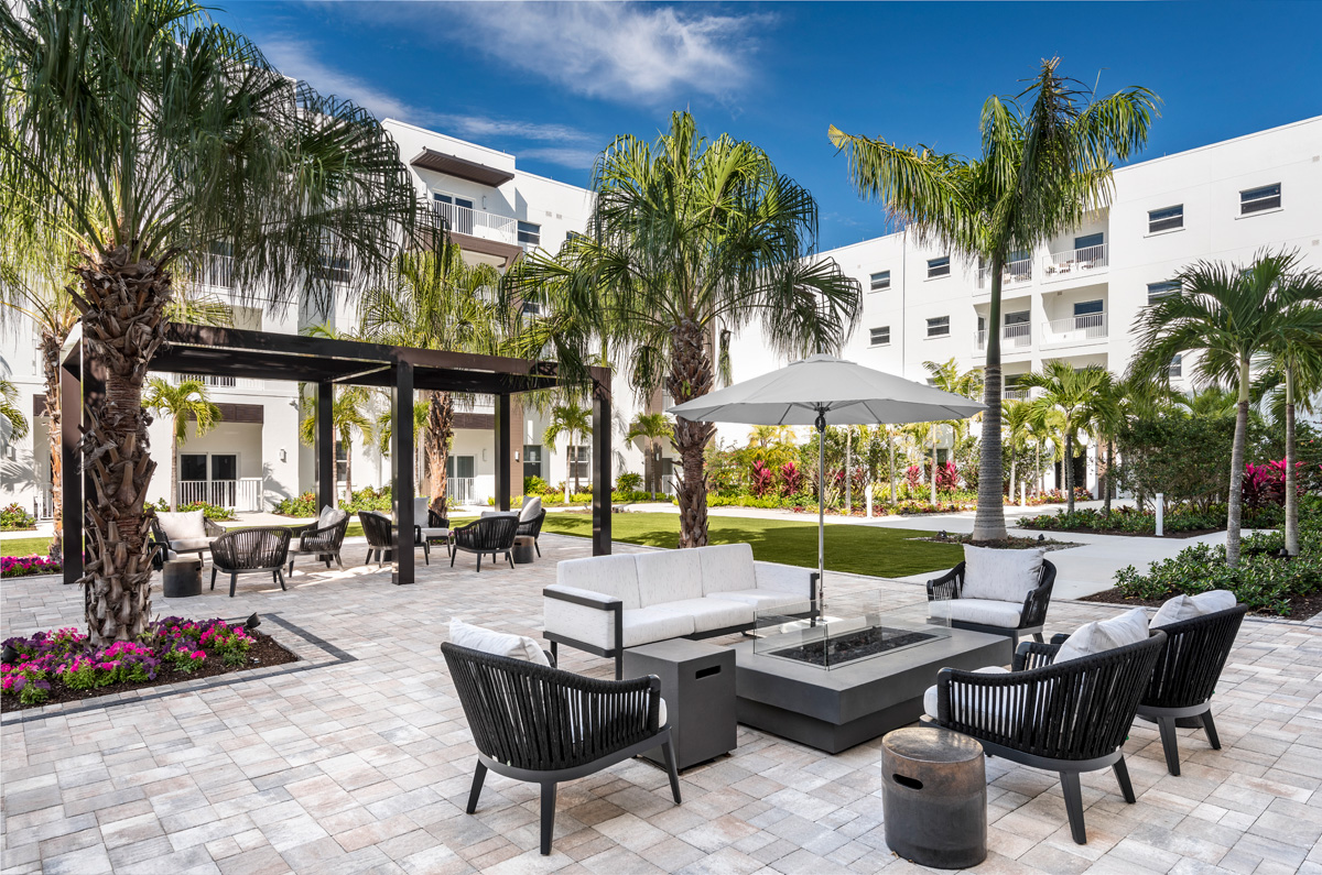 Waters Edge courtyard connects the interior of the independent living and is a beautiful seating area for all to enjoy.